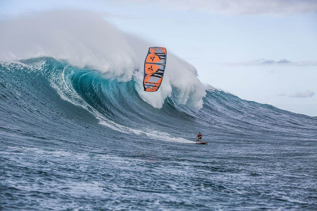 Jesse Richman shredding the waves of Peʻahi - The famous JAWS - photo: Pierre Bouras | Kiterr.com