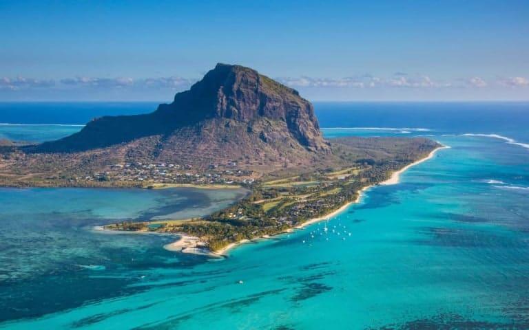 Kite & Explore - kitesurfing camp Mauritius // Kiterr.com